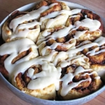 Quick & Easy {No Yeast!} Cinnamon Rolls