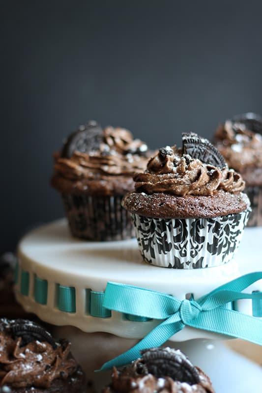 Triple Chocolate Oreo Buttercream Cupcakes - Creme De La Crumb