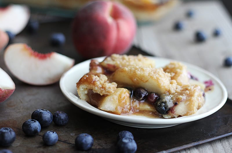 Blueberry Peach Cobbler Crisp with Vanilla Maple Cream Sauce - Creme ...