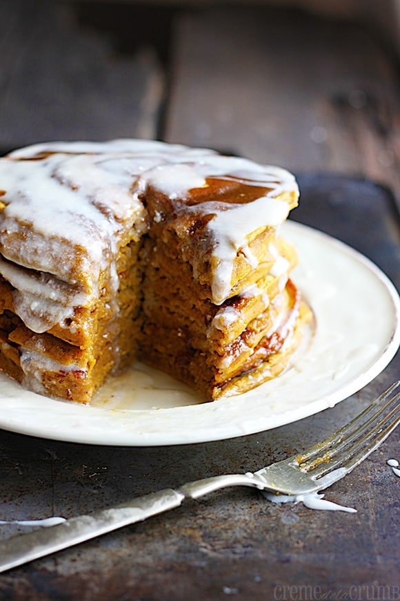 Pumpkin Cinnamon Roll Pancakes With Caramel Cream Cheese Frosting ...