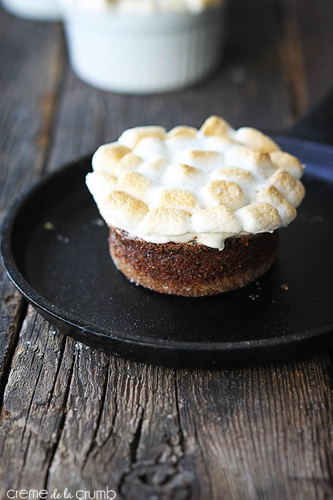 S'mores Lava Cakes - Creme de la Crumb