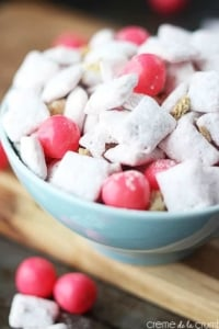 Strawberry Cheesecake Muddy Buddies - Creme de la Crumb