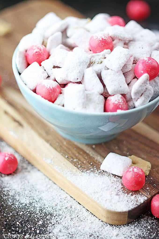 Strawberry Cheesecake Muddy Buddies - Creme de la Crumb