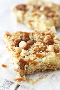 Caramel Cheesecake Crumble Bars