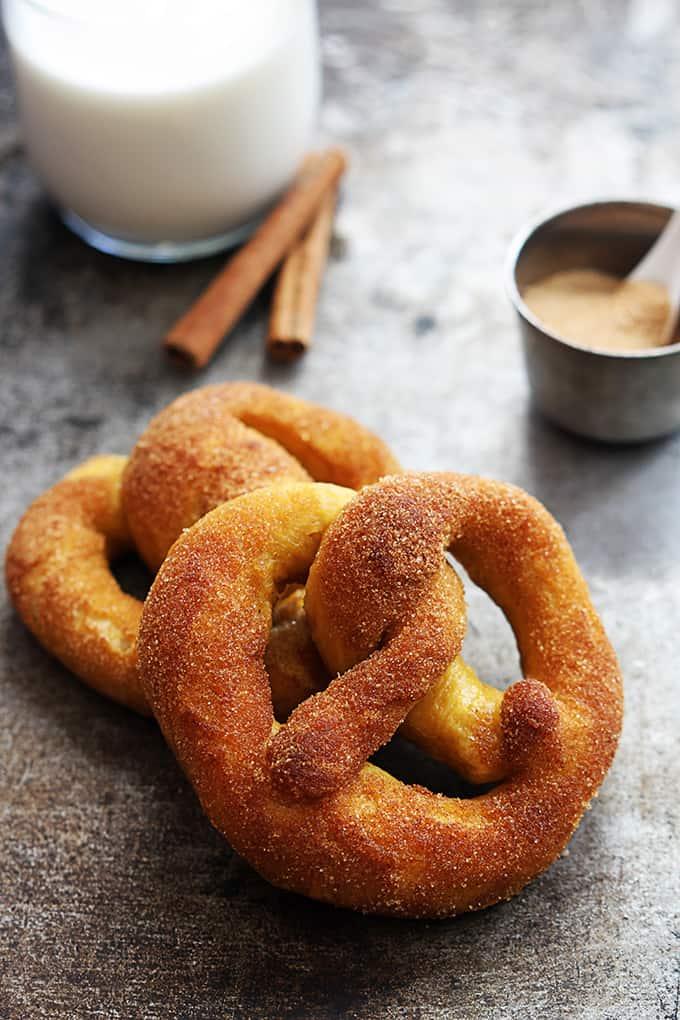 cinnamon-sugar-pumpkin-pretzels-1