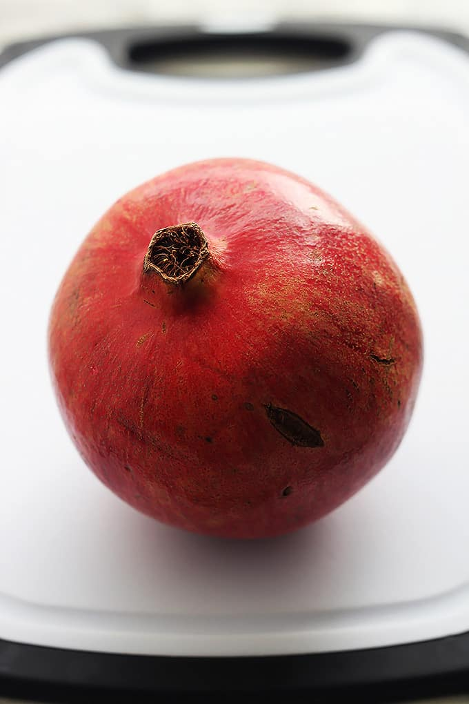 How to seed a pomegranate the easy way with video creme de la crumb - Deseed pomegranate less one minute video ...