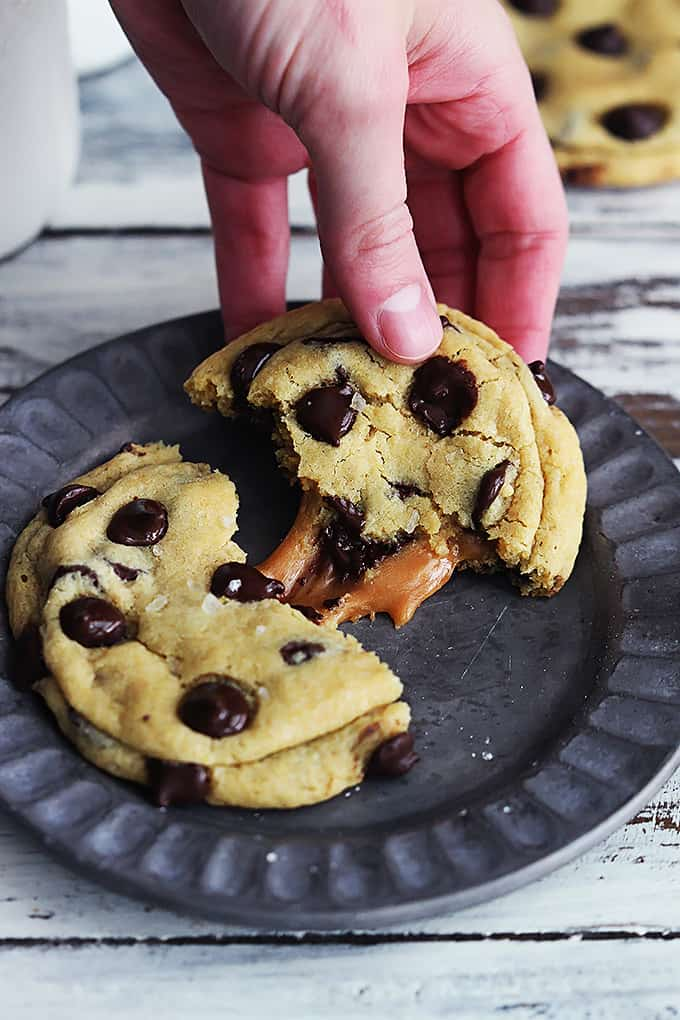 Salted Caramel Chocolate Chip Cookies | Creme De La Crumb
