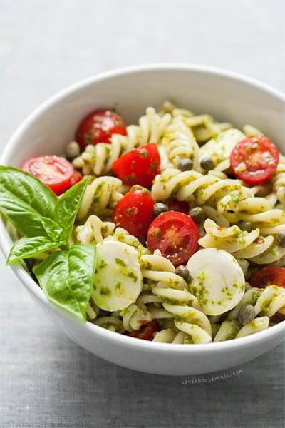 caprese pasta salad in a bowl.