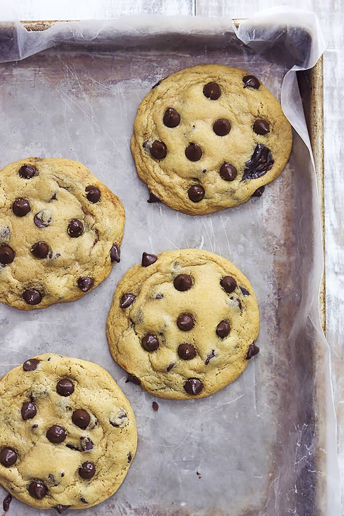 Hot Fudge Stuffed Chocolate Chip Cookies | Creme de la Crumb