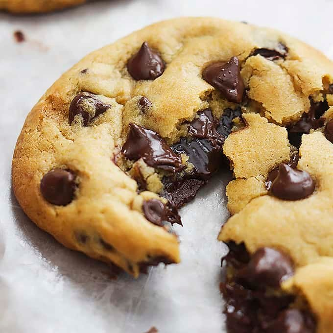 Hot Fudge Stuffed Chocolate Chip Cookies Creme De La Crumb