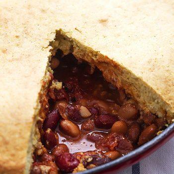 Chili Cornbread Skillet Pie | Creme de la Crumb