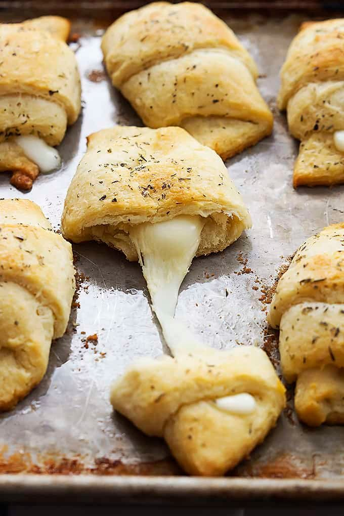 Cheesy Garlic Butter Crescents | Creme de la Crumb