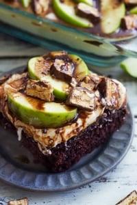 Caramel Apple Snickers Cake | Creme de la Crumb