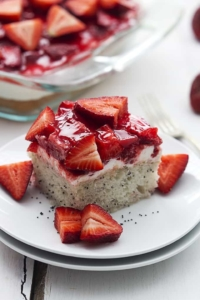 Strawberry Poppyseed Cake | Creme de la Crumb