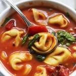 Tomato Spinach Tortellini Soup | Creme de la Crumb