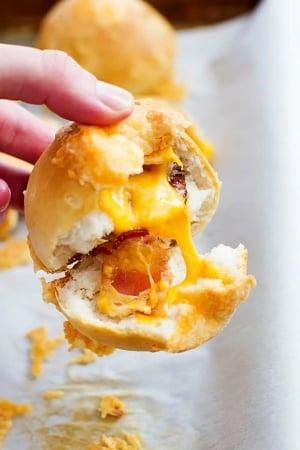 Cheddar Bacon Bombs | Creme de la Crumb