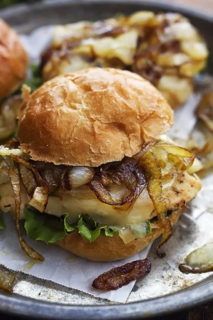 French Onion Chicken Sliders   Creme de la Crumb