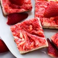 Strawberry Lemon Cheesecake Bars | Creme de la Crumb