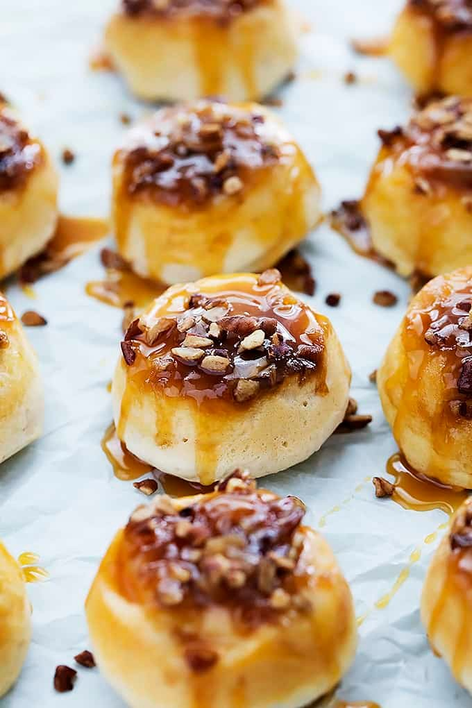 Mini Caramel Sticky Buns {4 ingredients) | Creme de la Crumb