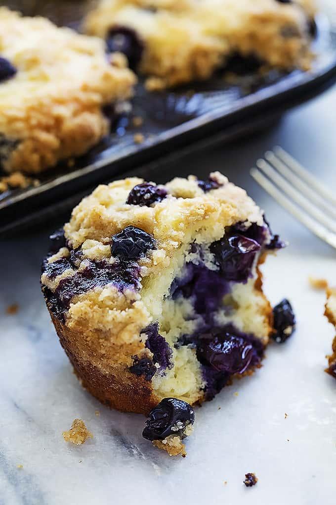 Blueberry Crumb Muffins | Creme de la Crumb