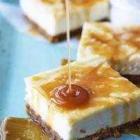 Salted Caramel Cheesecake Bars | Creme de la Crumb