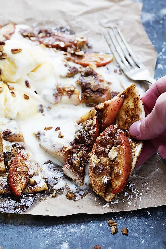 Apple Crumble Flatbread | Creme de la Crumb