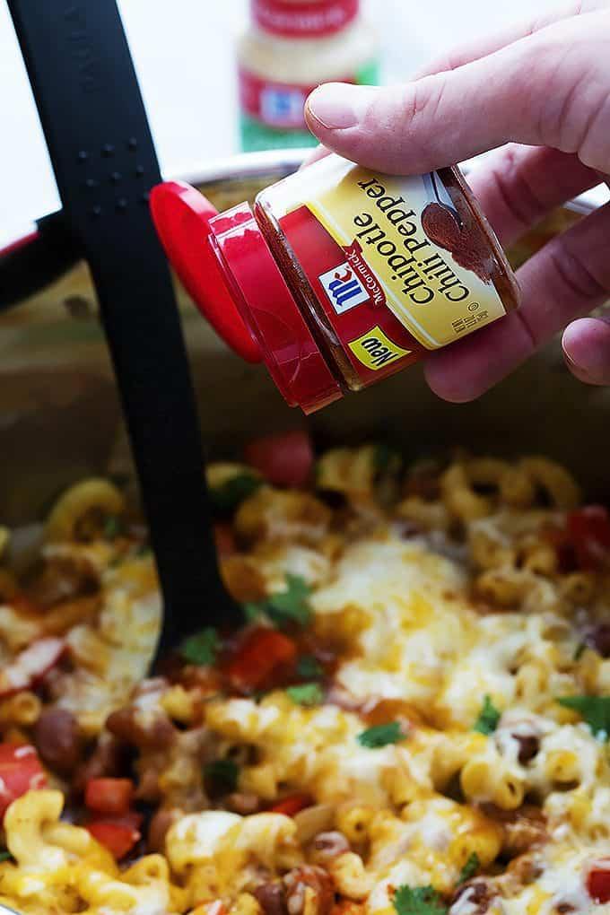 30 Minute Cheesy Chili Mac | Creme de la Crumb