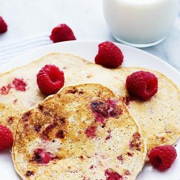 Berry Cottage Cheese Pancakes | Creme de la Crumb