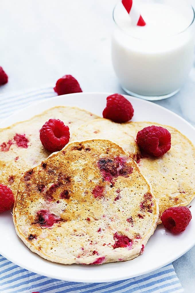 Berry Cottage Cheese Pancakes | Creme de la Crumb