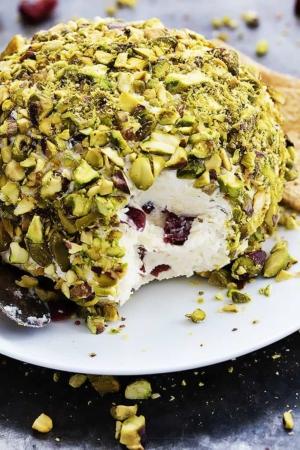 Cranberry Pistachio Cheeseball | Creme de la Crumb
