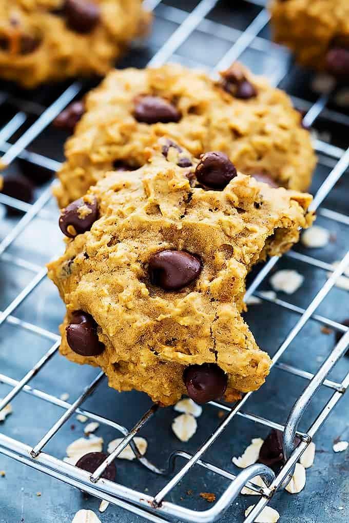 Pumpkin Oat Chocolate Chip Cookies | Creme de la Crumb