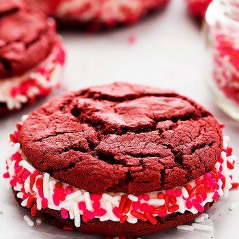 Red Velvet Sandwich Cookies | Creme de la Crumb