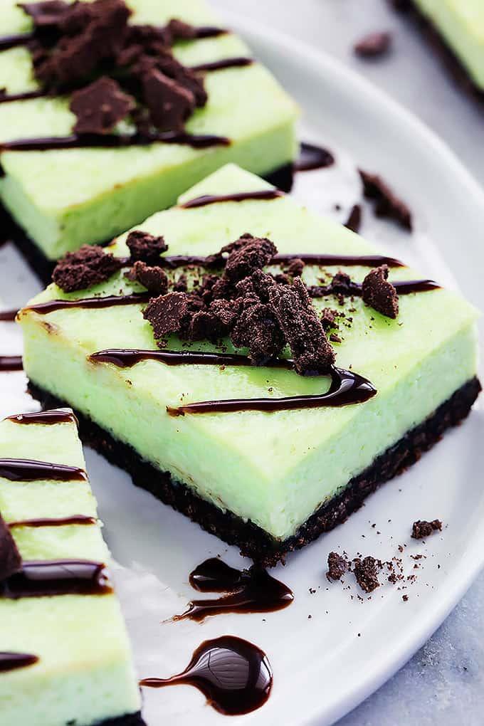 Thin Mint Cheesecake Bars | Creme de la Crumb