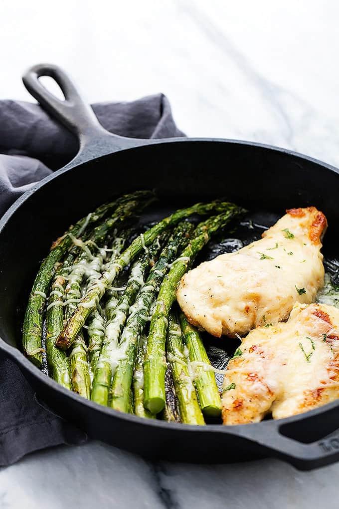 Skillet Garlic Parmesan Chicken & Asparagus | Creme de la Crumb