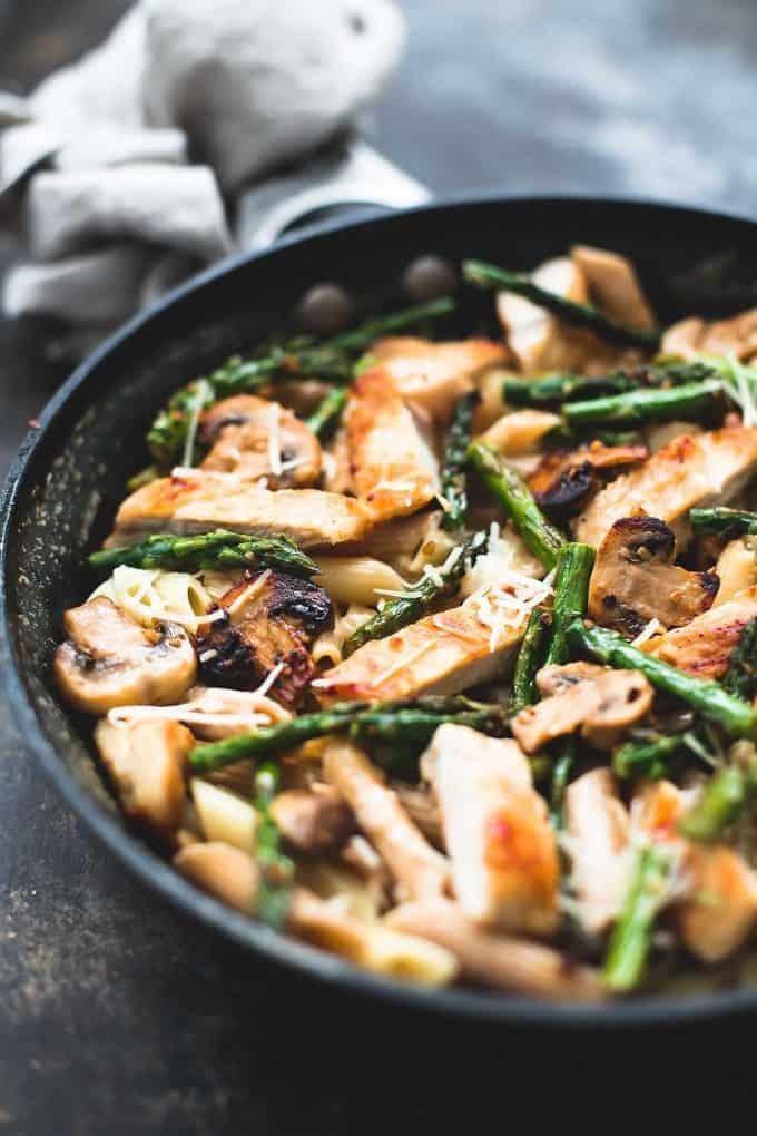 Garlic Chicken Mushroom and Asparagus Penne | Creme de la Crumb