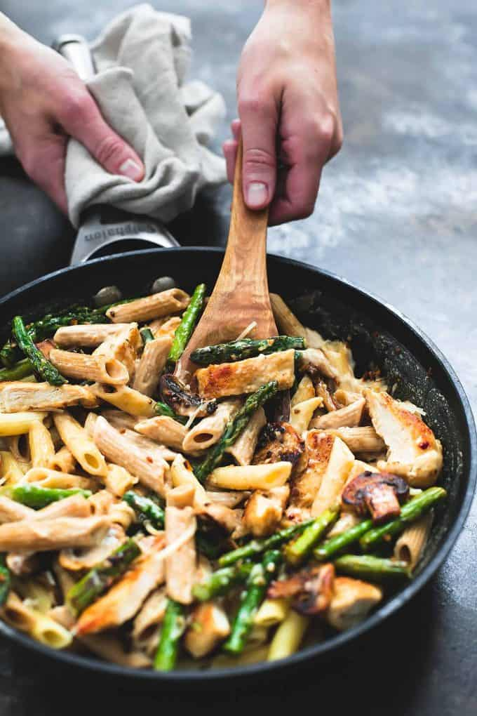 Garlic Chicken Mushroom and Asparagus Penne | Creme de la Crumb