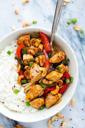 Slow Cooker Spicy Cashew Chicken | Creme de la Crumb