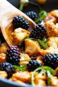 Thai Blackberry Basil Chicken | Creme de la Crumb