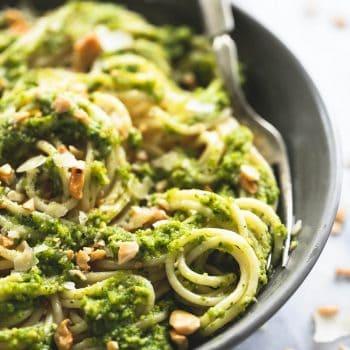 Cashew Pesto Pasta | Creme de la Crumb