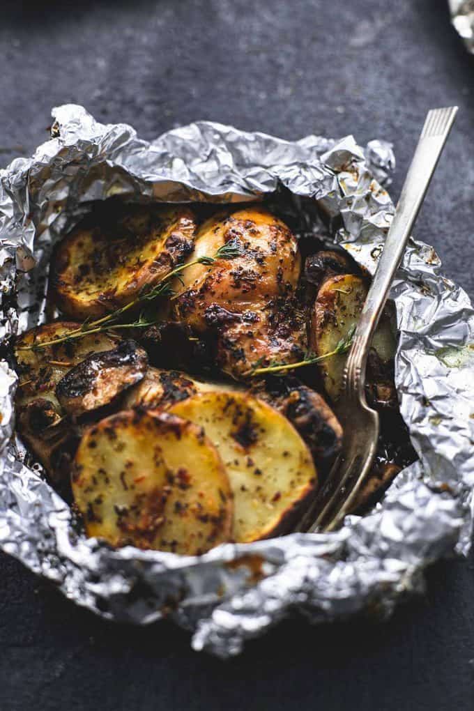 Grilled Herbed Chicken And Potato Foil Packet | Quick And Easy Foil Packet Recipes For Tasty Instant Meals | bbq chicken foil packets