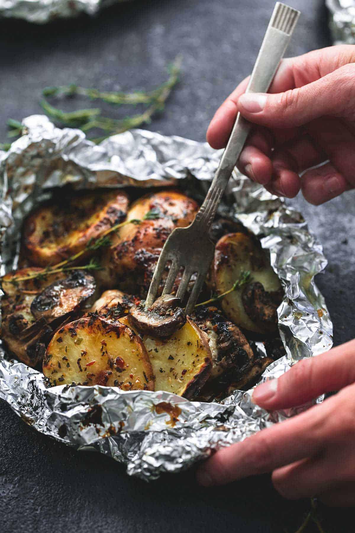 Grilled Herbed Chicken & Potato Foil Packs | lecremedelacrumb.com