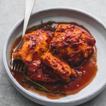 Slow Cooker Honey Garlic Chicken | lecremedelacrumb.com