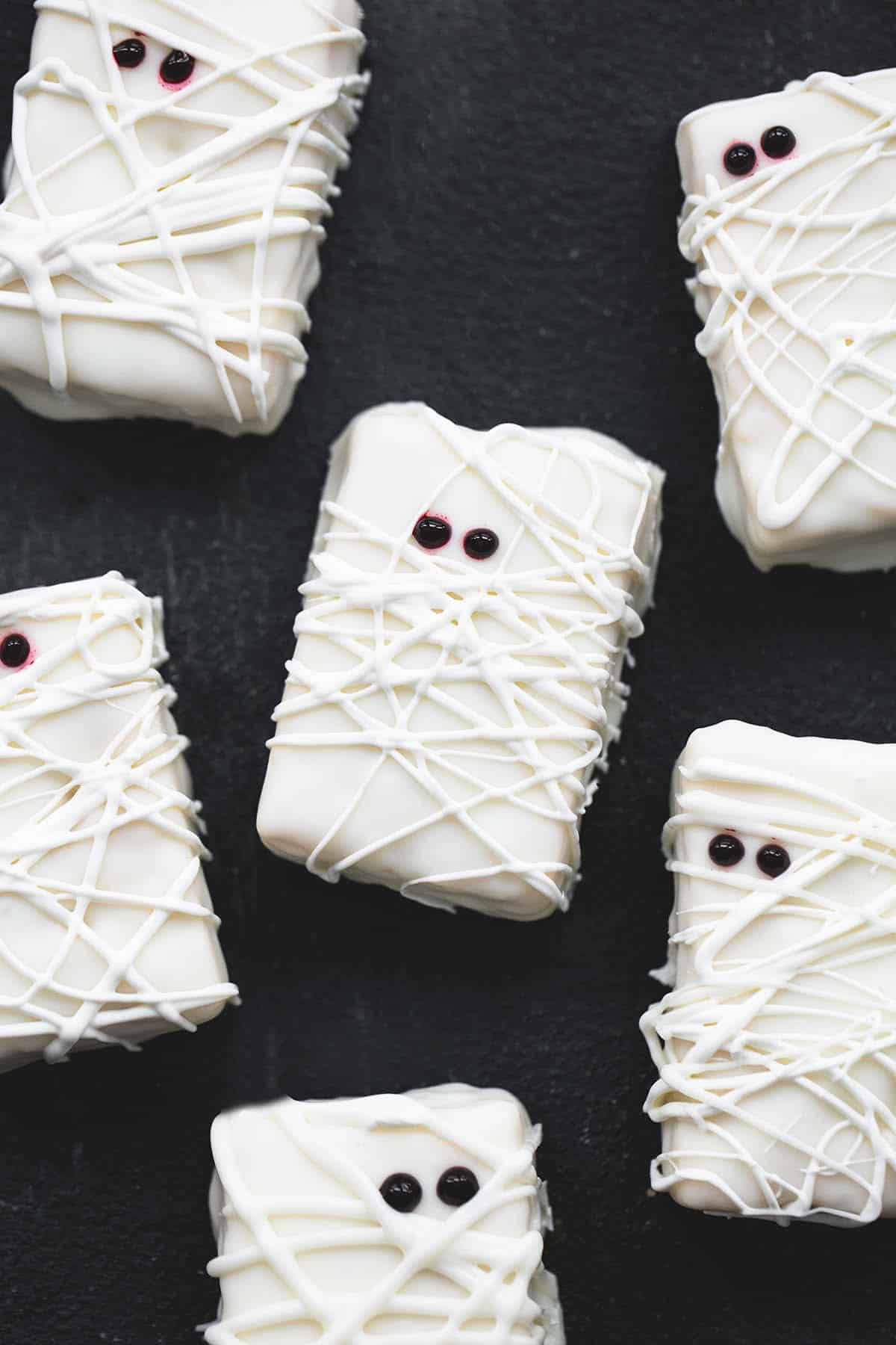 Rice Krispie Treat Mummies | lecremedelacrumb.com
