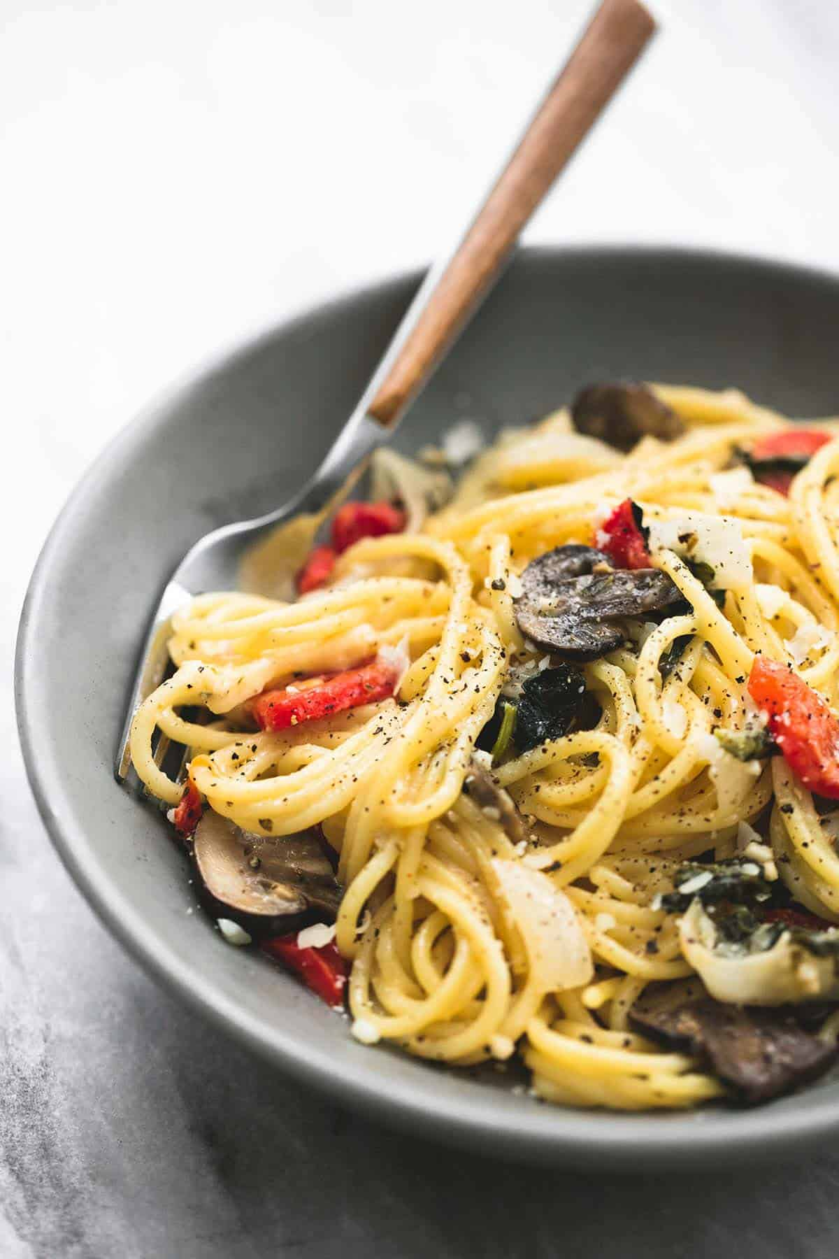 One Pot Creamy Tuscan Garlic Spaghetti | lecremedelacrumb.com
