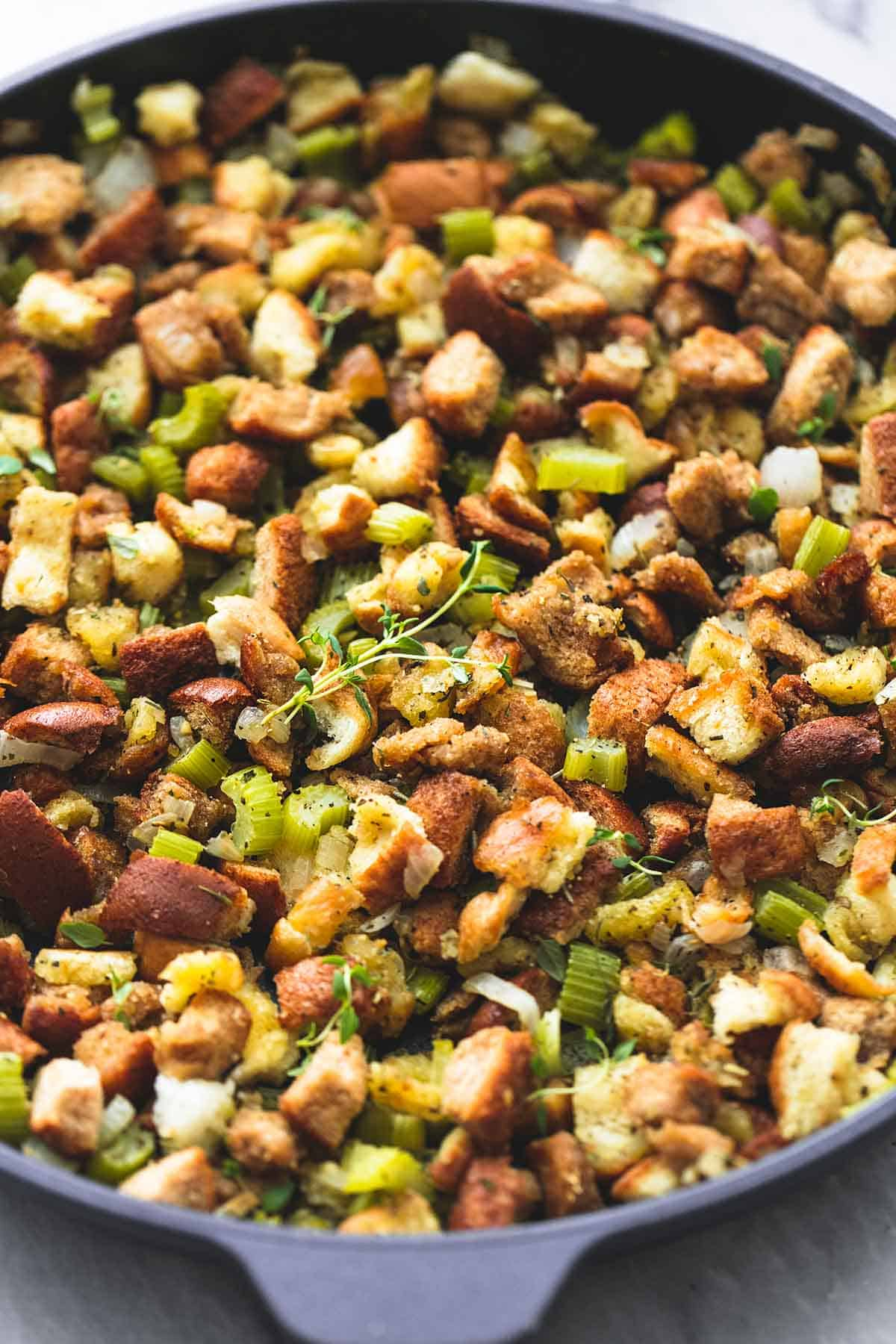 BEST Ever Easy Thanksgiving Stuffing | lecremedelarumb.com