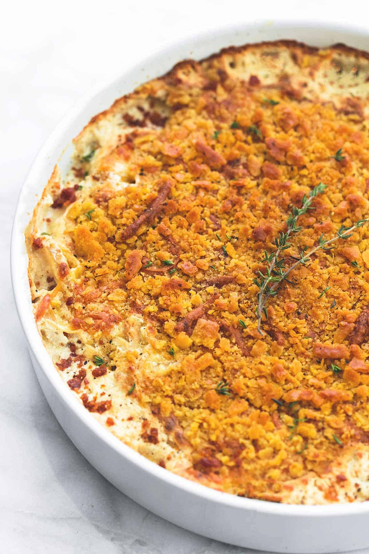 Cheddar Bacon Scalloped Potatoes | lecremedelacrumb.com