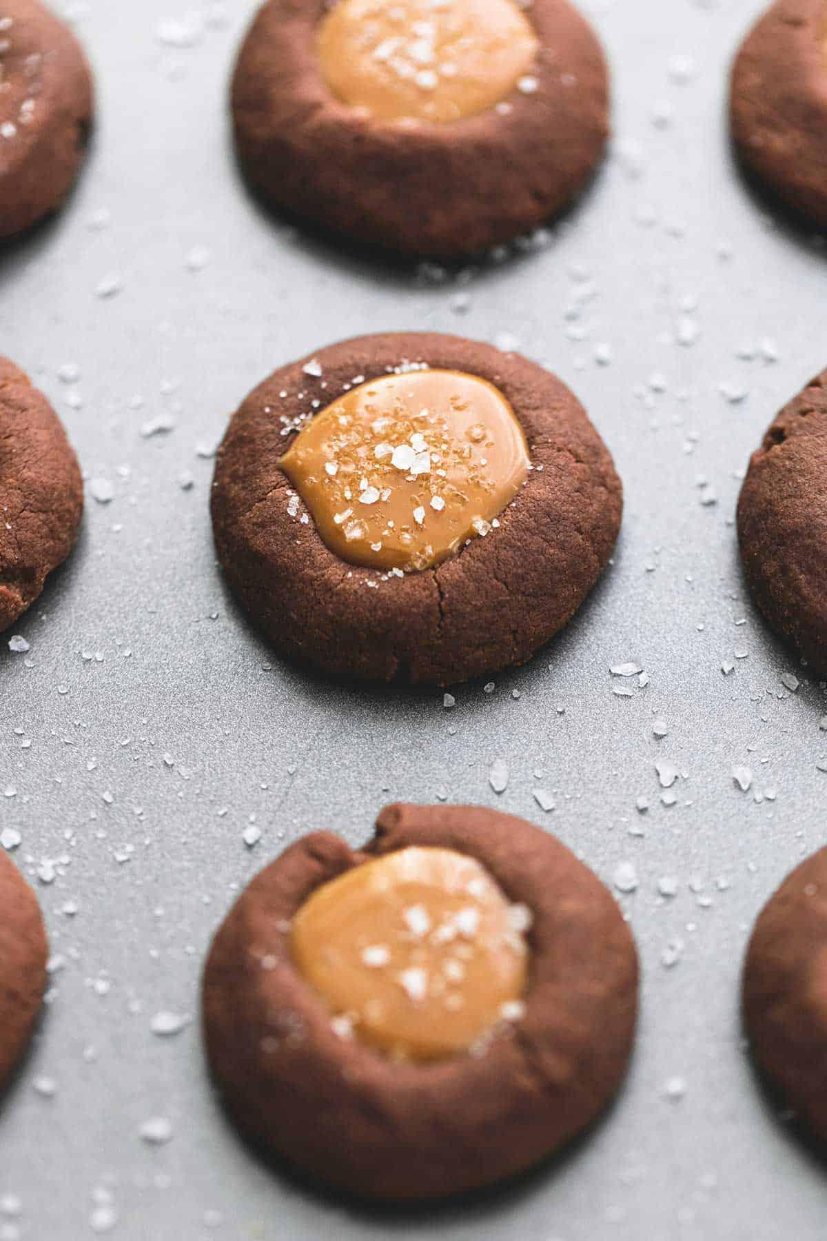 Salted Caramel Chocolate Thumbprint Cookies | Creme De La Crumb