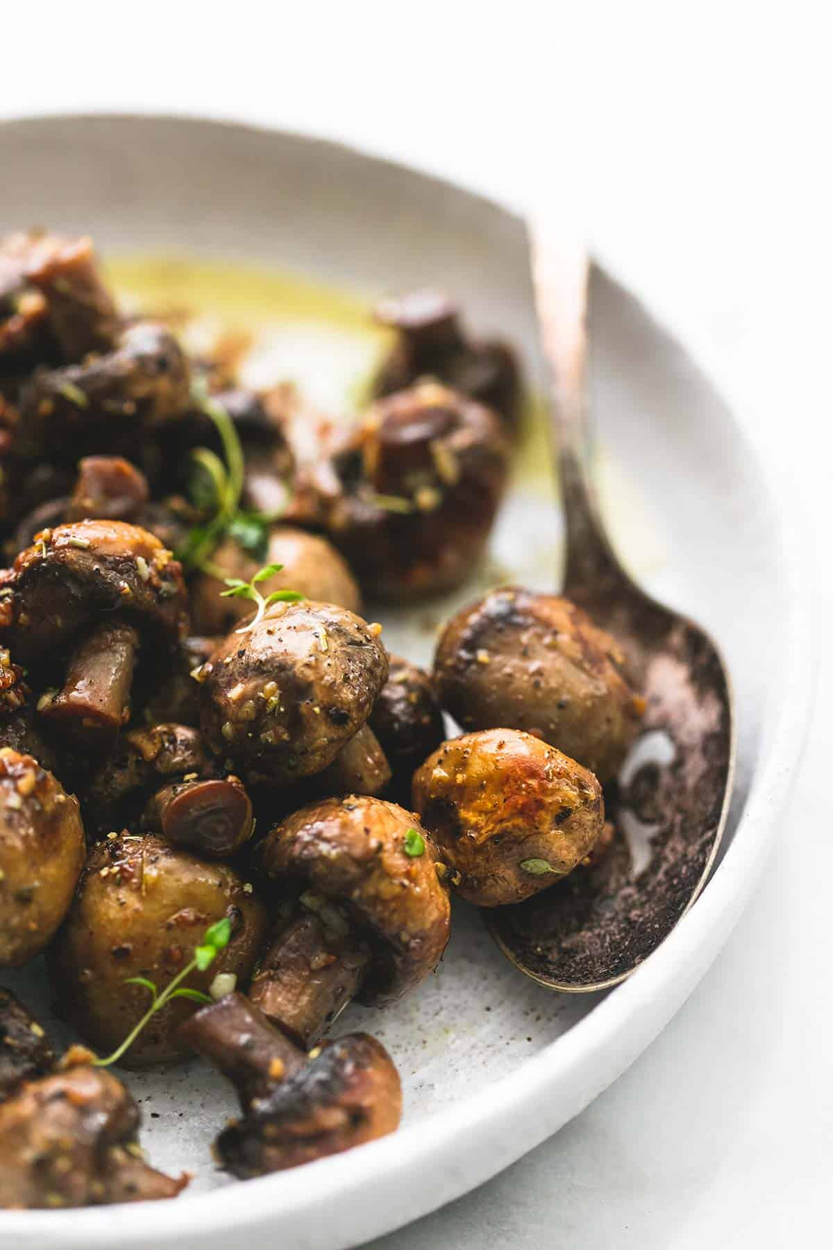 Sauteed Garlic Butter Mushrooms | lecremedelacrumb.com