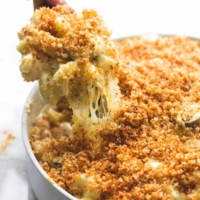 Baked Jalapeño Popper Macaroni & Cheese | lecremedelacrumb.com