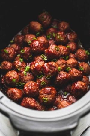 Slow Cooker 3 Ingredient Sweet 'n Spicy Party Meatballs | lecremedelacrumb.com